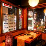 新宿の見事な夜景が一望できる窓際席。お早めにご予約を