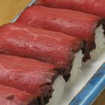 肉寿司(厚切りローストビーフ)180円/艦