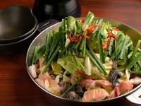 シマチョウやアカセン、ミノトロサンドやセンマイなどを自家製のオリジナルピリ辛スープで野菜の甘味と共に味わって下さい。〆のらーめんとの相性も抜群です。