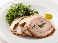 奥深い味わいを存分に楽しむ『仔豚のポルケッタ』