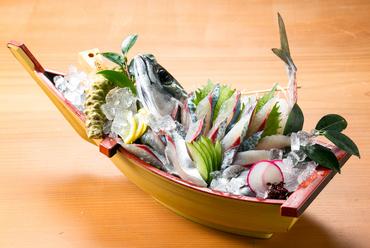 活きたままの鯖を使う『鯖姿造里』
