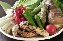 3つのお鍋から選べる贅沢な季節限定のお鍋コース ※お鍋の種類によりコース料金が変わります。
