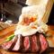国産の牛肉を使った、ボリューミーな『自家製ローストビーフ ~特製赤ワインソース~』