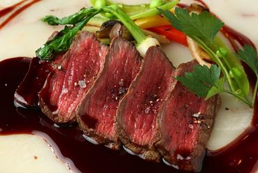 国産牛うで肉のグリリアータ 濃厚な赤ワインソース 温野菜と共に