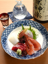 日本酒と相性ぴったり。新鮮な旬の魚介を堪能できる『お造り』