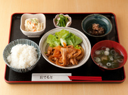日替りの一例『ポークケチャップ炒め』定食~ご飯は大盛無料です!