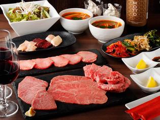 鮮度が良い「黒毛和牛」や「季節の野菜」を仕入れ