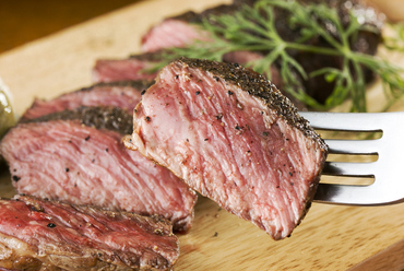 北海道 大沼産の牛肉の旨味を味わう、『熟成肉料理』