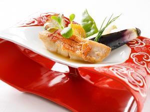 オマール海老の旨味で味わう『金目のポワレ オマール海老のソース』