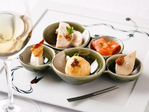 美食への期待を高める『有田焼で味わう季節のアミューズブーシュ』