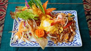 シェフ自慢の味わい。タイ風焼きそば『パッタイ』