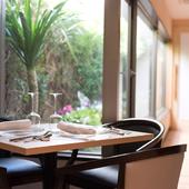 心地よい雰囲気に包まれ、穏やかな時間を重ねる特別な日のデート