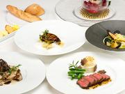 記念日や、特別な日のディナーにふさわしい、豪華なコース。フランス料理の神髄に、培ってきたさまざまな趣向を取りいれた逸品が登場します。(前日までの予約が必要です。)
