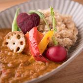 有機野菜をたっぷり使用し、食べ応え充分『有機野菜のヴィーガンカレー(無農薬玄米or雑穀米)』