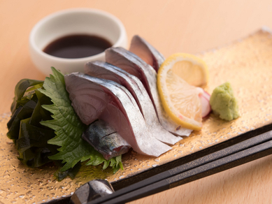 活〆の締めない素材そのものの旨みを堪能する『鯖の刺身』