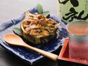 米茄子の形を活かし、器として使った丸ごといただけるグラタン。ホワイトソースに白味噌が使われている上、隠し味に醤油が入れられた和風仕立てです。見た目の可愛さにも惹かれます。