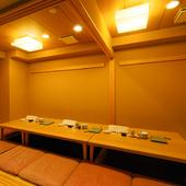 和モダンの内装が落ち着く個室をご用意。最大18名様までOK