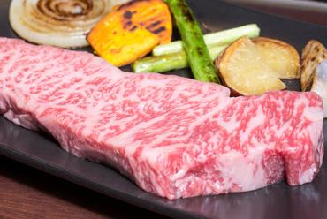 食材も料理も妥協しない! こだわりのサーロインステーキ&季節の焼き野菜の『黒毛和牛コース』