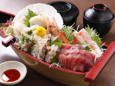 見た目も豪華!贅沢に食べたい『船盛り刺身定食』