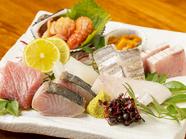 四季折々の旬に出合う『今日ある魚介から造り盛合せ』(6~7品の2人盛)