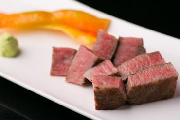 A5ランクの黒毛和牛を使用。濃厚な旨みが凝縮した『肉料理』