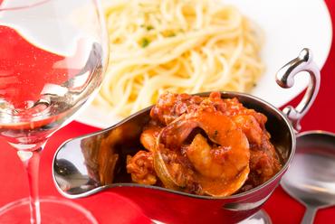 アサリ、タコ、海老たっぷりのトマト煮込み『ブカニエール』