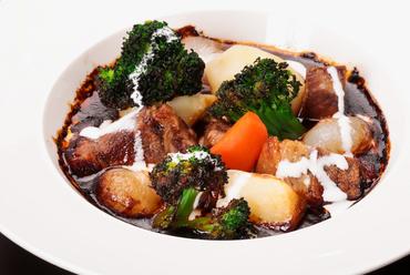 赤ワインが香る牛肉の煮込み料理『ブフ ブルギニョン』