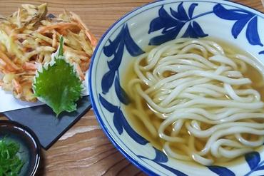 香川から取寄せた醤油と粉。各務原にいながら、うどんの本場を身近に楽しめる『ざるうどん』