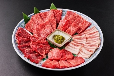 能登牛の希少部位が食べられる『特選三種盛り』