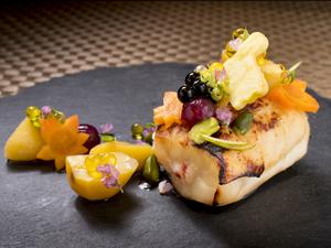 旬魚介の炭火焼に、季節を宿す名脇役を華やかに添える『焼き物』