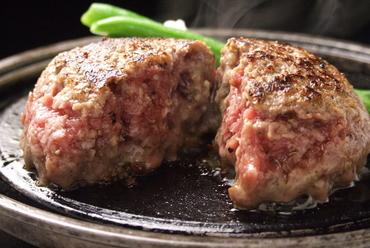 肉の旨みがほとばしる『とろけるハンバーグ』