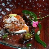 季節の彩りと味わいがあふれる『日高産銀毛鮭のマリネ』