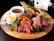 和牛の希少部位とラム肉が味わえる『ステーキ盛り合わせ』