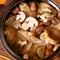 コースの〆の楽しみは、季節の味覚がたっぷりの『炊き込み御飯』