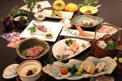季節の味覚が満載の6000円コースです。