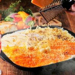 ローストビーフやカットステーキや生ハムが食べ放題♪チーズフォンデュも499円(税抜)でご用意可能♪