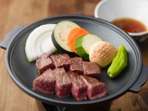 とろけるような旨みにウットリ。陶板焼きで愉しむ『飛騨牛ステーキ』