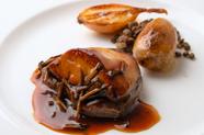 トリュフの風味が牛肉の美味しさを際立たせる『黒毛和牛フィレとフォアグラのソテー』