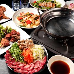 鶏料理を中心としたお料理7品と、100種以上のドリンクが楽しめる充実の飲み放題がセットになったプラン。