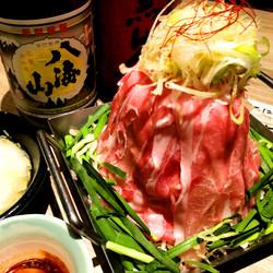 長さ50cmの黒毛和牛のユッケ寿司!インスタ映え間違いなしのロングユッケ寿司付きのコースです!