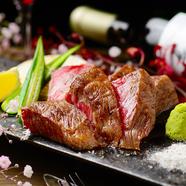 肉本来の味を強火の鉄板で焼き上げ凝縮させる『黒毛和牛ステーキ~トリュフ塩と山葵で~』