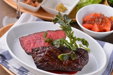 濃厚な肉汁を閉じ込めた『厚切り塊肉グリル200g~450g』