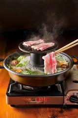 ※ 4名様~要予約 ※ 予約時に鍋の種類と醤油味か味噌味か選んで下さい ※ 冬期限定・3月末までの予定