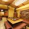 雄大な自然を背景に、悠然と構える日本料理店