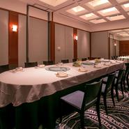 さまざまなシーンにマッチングする個室空間に多彩なコース料理。接待や会食など大切なゲストをお招きしてのお食事にも、強くおすすめできる一軒です。