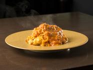 スペシャリテ『ズワイ蟹のトマトクリームソース 蟹みそ風味タリアテッレ』