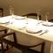 温かみのある雰囲気の中、ゆったりと食事を楽しめるレストラン