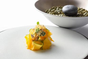 イカと南瓜の様々な食感と味が楽しめる前菜