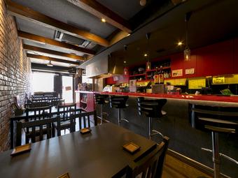 お洒落な雰囲気の中、落ち着いて料理が食べられる鉄板料理のお店