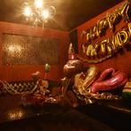 バルーンでのソファー&テーブル装飾、メッセージ付きデザートプレート、動画サプライズなど特典たくさん